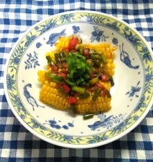 揚げトウモロコシの黒胡椒あえ 盛り付け